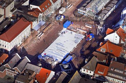 Abbau der Eislaufhalle auf dem Auricher Marktplatz