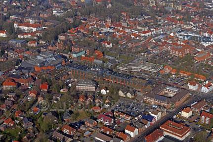 Aurich Ärztehaus, Carolinenhof und Rathaus