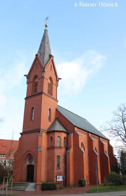 Die Herz-Jesu Kirche im Sommer