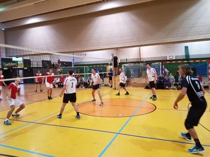 Die 2. Herren in der Dreifachhalle - stimmungsvolle Spiele gegen Hauzenberg II und Hauzenberg III