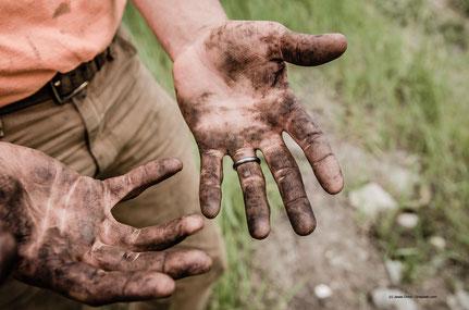 Wer auf der Karriereleiter ganz nach oben will, darf keine Angst haben, sich die Hände schmutzig zu machen.