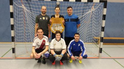 Siegerteam 2019 (stehend von links: Bernd Osterloh, Dana Buchholz, Ismael Kukus hockend von links: Steffen Gerken, Patricia Niß, Murat Demitürk)