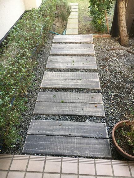 コンクリート製の枕木を敷きました