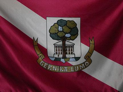 Escudo y bandera de Gernika-Lumo.
