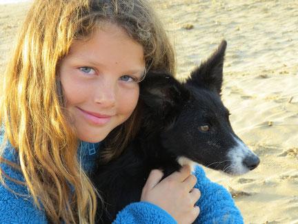 Nostra ragazza che ama cani - unser Mädchen, das Hunde liebt :)