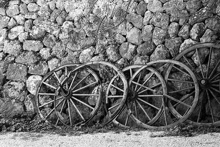 5 alte Wagenräder