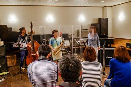 コンボチームは、サックス吹き、ボーカリストとして、バンド全体のサウンドをリードする事を学びました!