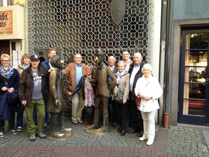 Familienfoto mit Tünnes un Schäl, Köln Altstadt Martinsviertel