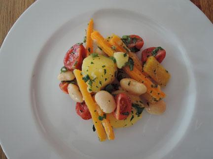 Sommersalat mit weißen Bohnen