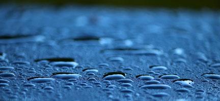雨粒 Manfred RichterによるPixabayからの画像