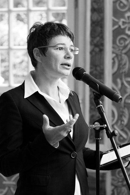 Elke Janoff, weltlicher Bestattungsredner aus Franken, Bayern