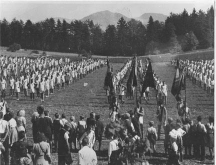 Ein vom TV Wittnau organisierter Grossanlass: die Kantonale Turnfahrt auf dem Buschberg. (26. Aug. 1945)