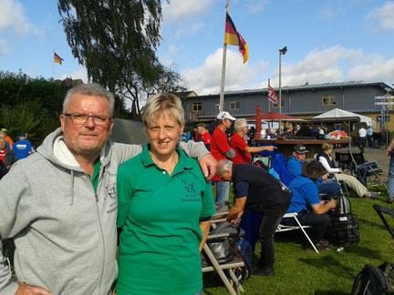 Klaus, Barbara und ein Blick aufs Hohnstorfer Gelände