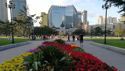大連中山広場 正面は中国銀行