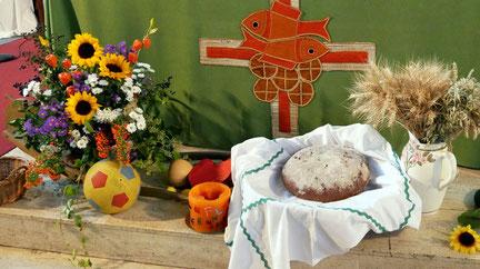 Der erste Höhepunkt im Herbst ist das Erntedankfest am 29.September. In einer Familienmesse danken die Kinder von Kindergarten und Jungschar für die Gaben der Ernte. Foto vom Erntedankfest 2018.