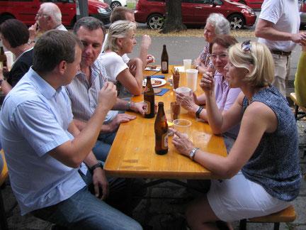 Am Sonntag 13.September ist der offizielle Start ins neue Arbeitsjahr, um 9:30 mit einer Chormesse und anschließendem Frühschoppen im Pfarrgarten.Symbolfoto vom Mitarbeiterfest 2015.
