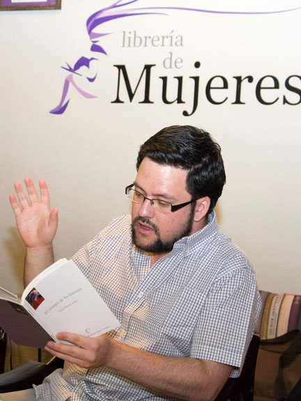 Daniel Bernal Suárez en la Librería de Mujeres
