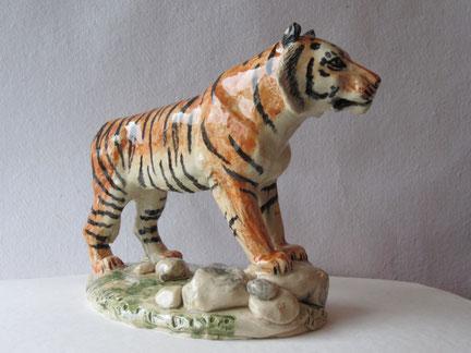 Krafttier, Figur, Tigerfigur, Tierfigur, Figur, Tierskulptur, aus Ton, Skulptur, von Hand modelliert.