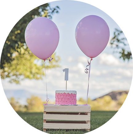 Geburtstagskuchen auf einer Kinderwillkommensfeier
