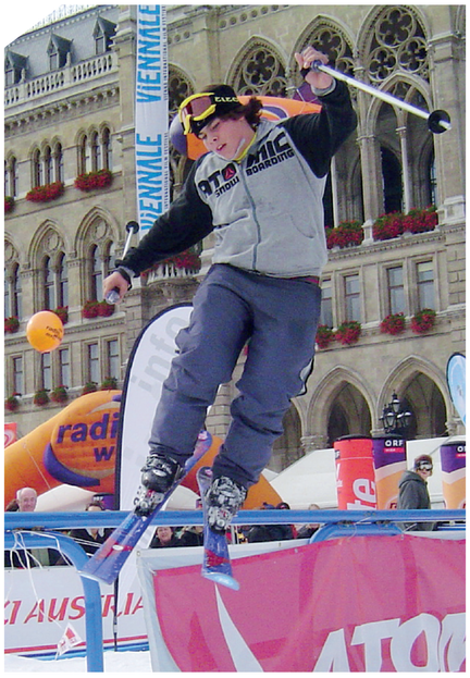 At big-air events like Nokia Air & Style or the Skipass Modena, ski and snowboard freestylers make breathtaking jumps. An incredible spectacle for thousands of visitors.
