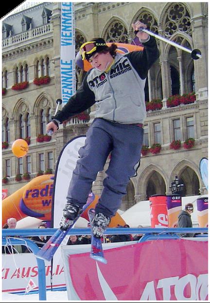 Bei Big-Air-Veranstaltungen wie dem Nokia Air & Style oder dem Skipass Modena zeigen Ski- und Snowboard-Freestyler atemberau- bende Jumps, die Tausende Besucher in ihren Bann ziehen. Und das alles auf unseren maßgeschneiderten Big-Air- oder Railpark-Rampe