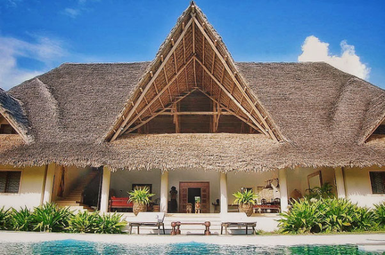 Holiday Retreat Kenya - view of beautiful African style main house with reed roof and pool in front, close to the sea