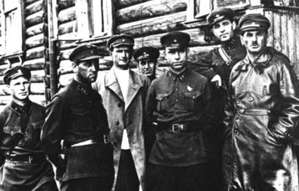 """* Tjekaen : """"Ekstraordinær Kommission til Bekæmpelse af Kontrarevolution og Sabotage"""""""