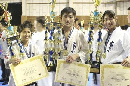 大活躍の福岡支部の3人。(左から)志和ひかる、多田成慶、網川来夢