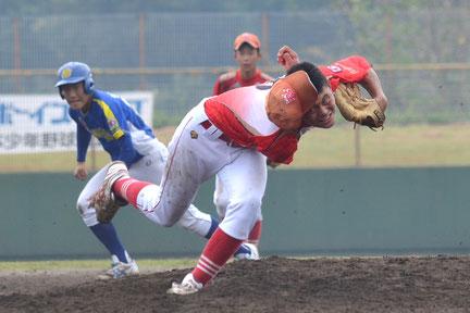 2016年8月28日、山鹿選手権大会準決勝。浅田は帽子が脱げ落ちるほど気迫の投球で完封した