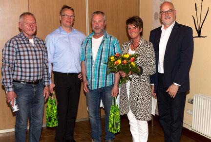Die anwesenden Neumitglieder: Michael Brucherseifer, Lutz Rathje, Peter Harders, Anja Hansen und der Vorsitzende Johann Hansen.