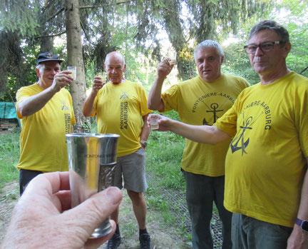 Hanspeter Wullschleger, Kurt Hildebrand, Jörg Schaub und Stefan Kopf. Mit Zinnbecher: Fotograf und Zunftmeister Bernhard Wullschleger.