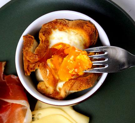 Ei, Schinken, Toast und Käse aus dem Töpfchen. Quasi ein Frühstücksmuffin!
