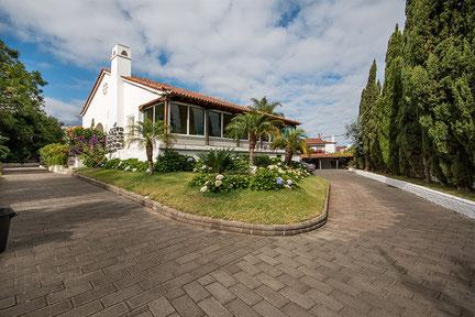 Ansicht der Villa mit Park in Puerto de la Cruz die zu mieten ist.