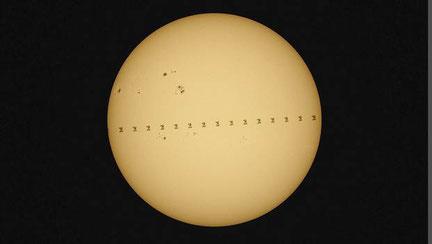 Foto:  Bernhard Liebscher, Sternwarte Neumarkt mit Internationale Raumstation vor der Sonne