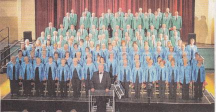 """Eine beeindruckende Chorgemeinschaft: """"Male Voice Choir"""" und """"Ladies Choir"""" aus Hartlepool.  Im Mai laden sie zu einem kostenlosen Konzert in die Hückelhovener Aula ein. Foto: Stefan Jennessen"""