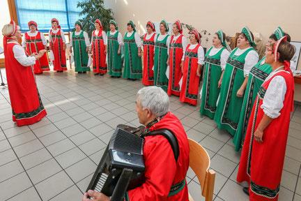 Der Rjabinuschka-Frauenchor erfreute bei der Jubiläumsveranstaltung mit eigenen Beiträgen.               Foto: Jürgen Laaser