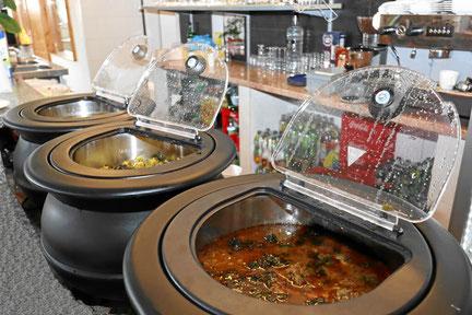 indisches Buffet für Selbstbedienung. Für eine Feier im Restaurant oder Catering