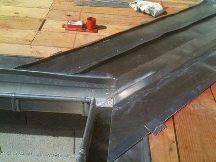 Zinguerie : création d'un noue en Zinc en joint debout