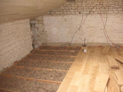 Rénovation intérieure : isolation et pose d'un parquet à l'ancienne en Chêne