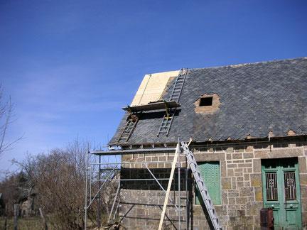 Couverture : restauration d'une charpente en Ardoise avec pose d'une échelle de toit