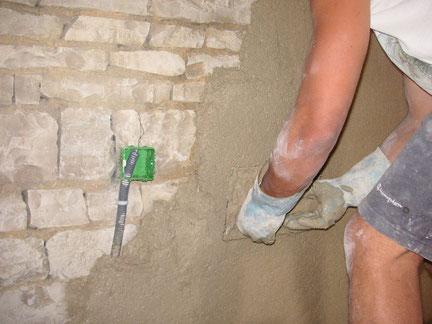 Isolation naturelle : enduits de mur à la chaux et en chanvre sur 5 centimètres d'épaisseur