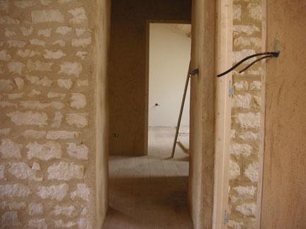 Rénovation intérieure : pose de pierres apparente avec la chaux et des enduits à l'ancienne