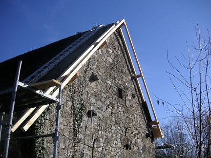 Couverture : création d'un débord de toit sur une maison de village