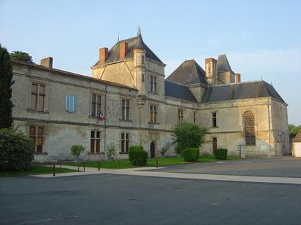 Le château de Coulonges-sur-l'Autize