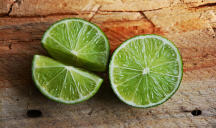 Limette, Lime, bitteres Essen, Ernährungsberatung in Frankfurt, Homöopathie in Frankfurt, Tipps für gesundes Essen, wie wirken Bitterstoffe, was sind Alkaloide, Naturheilkunde mit bitteren Pflanzen, gefährlich giftig Eisenhut, homöopathisches Aconitum