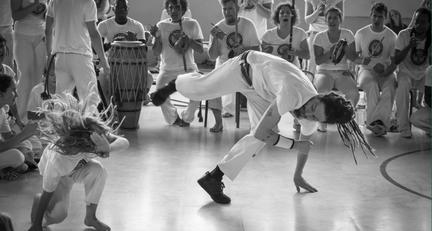Capoeira enfant à Toulouse, Castanet, Montauban. Cours de capoeira enfant à Toulouse. Enfant capoeira Toulouse.