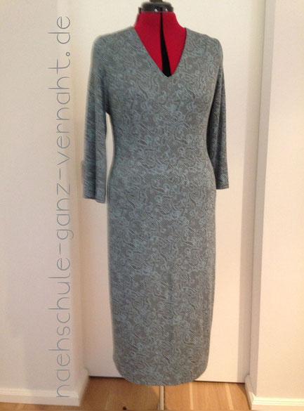Nähschule ganz vernaht, Kleid grau mit Muster