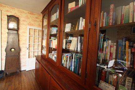 bibliothèque de la chambre d'hôtes du clos Jargot à Limoges