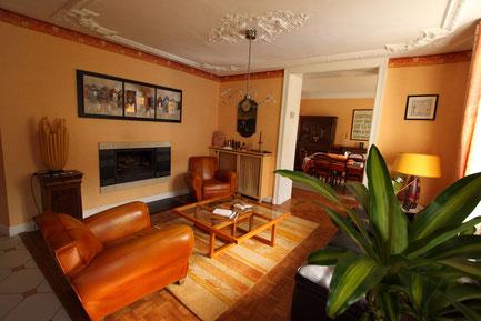 salon cheminée de la chambre d'hôtes du clos Jargot à Limoges