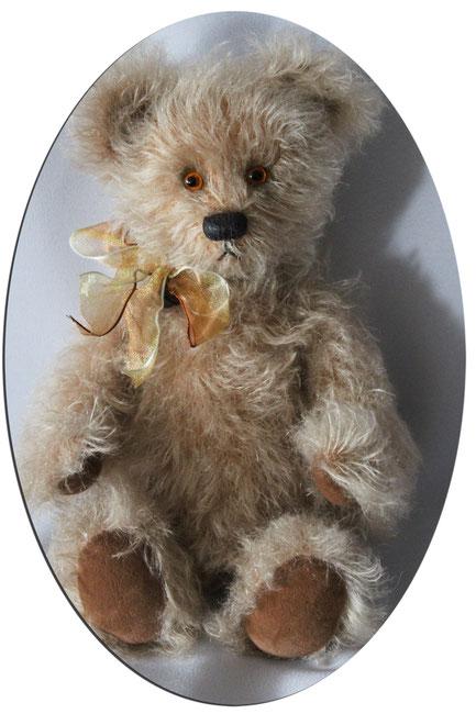 von Hand gefertigte Teddybär. Größe: ca. 25cm